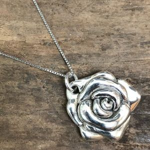Jewelry - Vintage sterling silver rose necklace